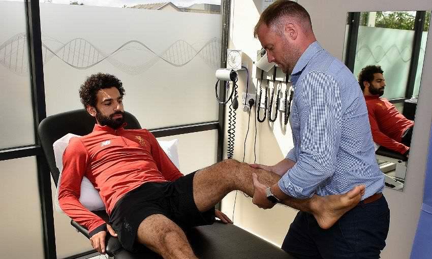 محمد صلاح اثناء الكشف الطبى فى نادى ليفربول