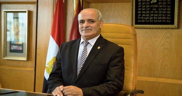 الدكتور أحمد جابر شديد رئيس جامعة الفيوم