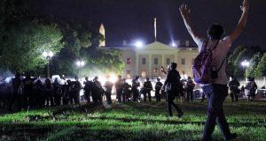 المتظاهرون الامريكان يقتحمون البيت الأبيض