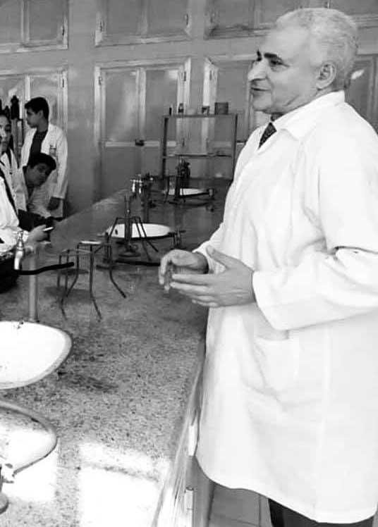 الأستاذ الدكتور سعيد الفقي أستاذ الكيمياء العضوية بكلية صيدلة الزقازيق
