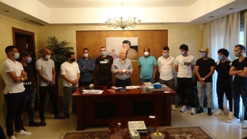 مجلس إدارة نادى الزمالك خلال إجتماعه مع اللاعبين