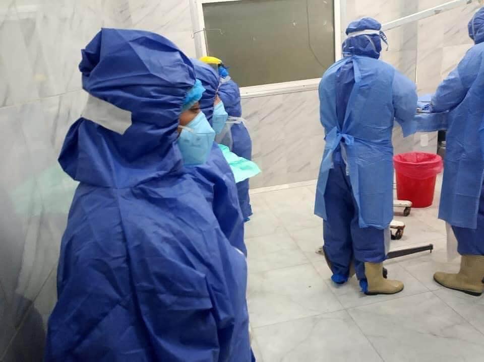 أثناء عملية ولادة منيرة محمد محمود، إخصائية التمريض بقسم عناية القلب بمستشفى دكرنس العام