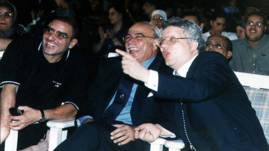 صورة قديمة تجمع عزمي مجاهد وكمال درويش رئيس نادى الزمالك الأسبق ومرتضى منصور