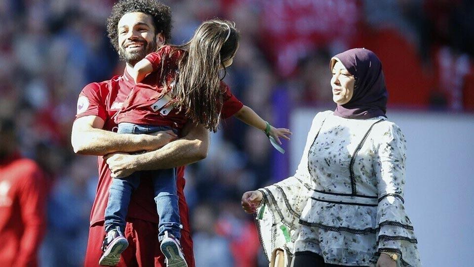 محمد صلاح وزوجته وابنته مكه