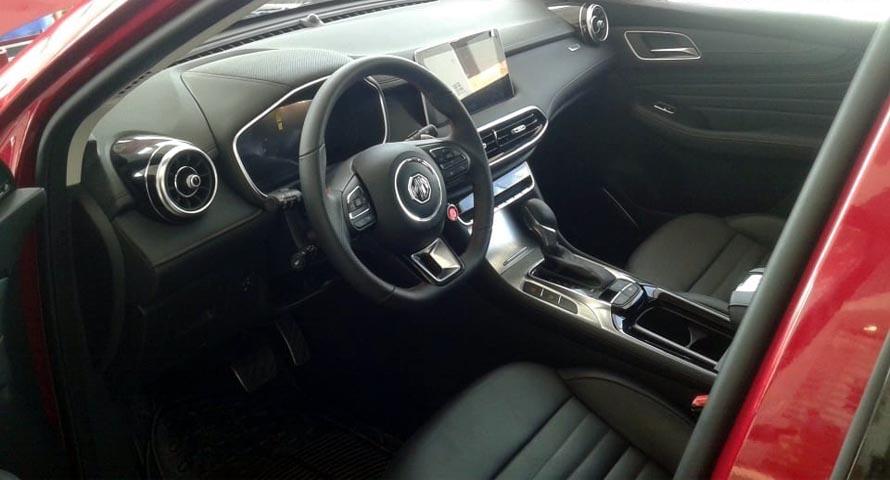 MG HS 2021 inside