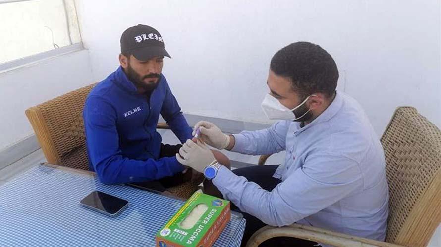صالح جمعه يجري تحليل رابيدتيست لفيروس كورونا