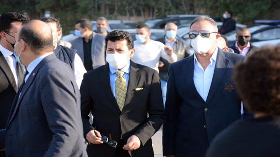 وزير الرياضة ورئيس النادي الاهلي في جنازة رئيس لجنة إدارة نادى الزمالك
