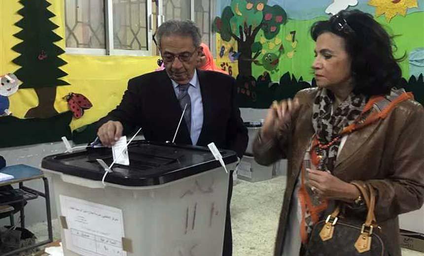 عمرو موسي وزوجته