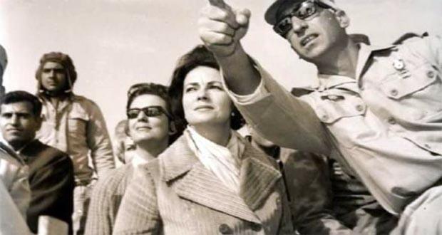جيهان السادات مع الجيش المصري