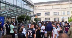 جماهير باريس سان جيرمان في انتظار ميسي