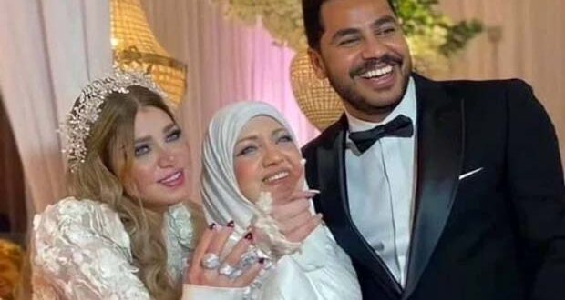 ياسمين الخطيب ووالدتها في عقد قرانها